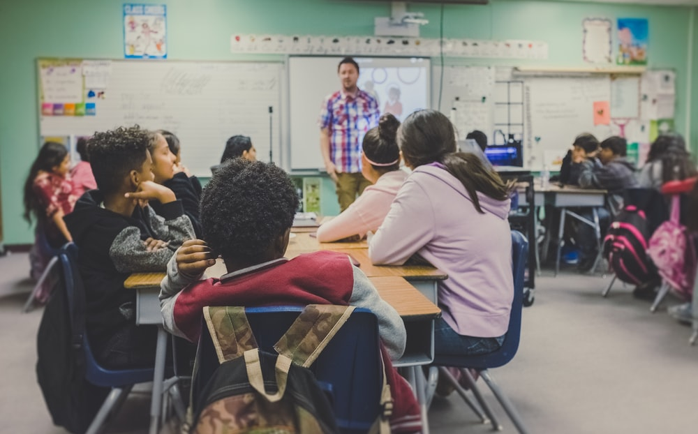 How to promote learning and manage an overcrowded classroom?
